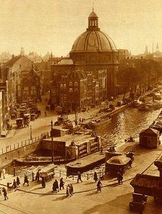 Amsterdam Singel met Stroomarkt