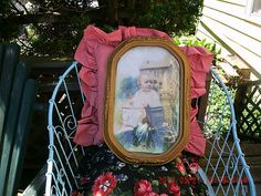 ANTIQUE GESSO OVAL CONVEX FRAME W/SMALL CHILD