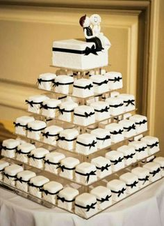 Super cute Wedding Cupcakes