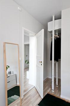 Vi gav et lidt forsømt soveværelse en ny skøn og let stil ved hjælp ...