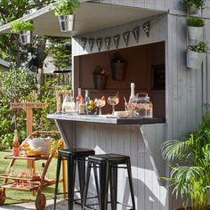 Garden bar shed with hanging herbs, bar trolley and bar stools Outdoor Garden Bar, Garden Bar Shed, Diy Outdoor Bar, Backyard Bar, Outdoor Kitchen Design, Small Outdoor Kitchens, Rustic Outdoor, Backyard Ideas, Outdoor Spaces