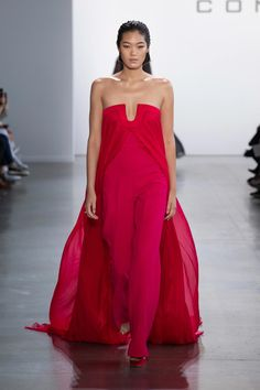 Cong Tri Spring 2020 Ready-to-Wear Fashion Show - Sponsored - Vogue Red Fashion, Fashion 2020, Fashion Week, Runway Fashion, High Fashion, Fashion Styles, Fashion Brands, Style Couture, Couture Fashion
