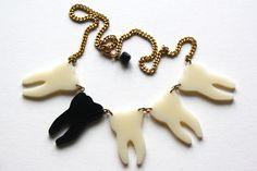 Halskette mit Zähnen aus Acryl // Necklace with acrylic teeth by realfakebutreallynice via DaWanda.com