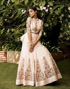Beautiful Silk Lehenga with Hand Embroidery Lehenga Gown, Lehenga Style, Indian Designer Outfits, Designer Dresses, Indian Dresses, Indian Outfits, Black Tulle Skirt Outfit, Diwali Dresses, Shrug For Dresses