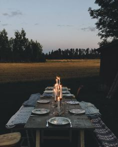 """oldfarmhouse: """"Babes_of_boyland End of Spring Retreat """" Villas, Life Is Beautiful, Beautiful Homes, Fresco, Summer Goddess, Outdoor Dinner Parties, Outdoor Living, Outdoor Decor, Outdoor Rooms"""