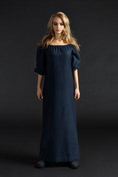 Шерстяной сарафан UONA. Эксклюзивное качество ткани и пошива. Состав: шерсть 100% Размер: XS, S, M, L Цвет: синий, изумрудный, бордовый Все представленные на фото аксессуары и обувь есть в наличии в фирменном бутике UONA.