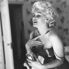 Marilyn Monroe Remembered in 9 Ways - Biography.com