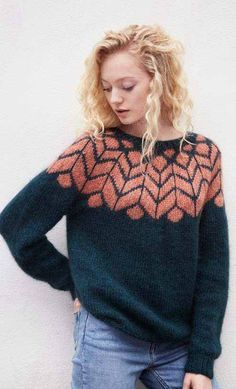 Sweater with folding and patterned carrier - Knit yarn and knitting pattern . : Sweater with folding and patterned carrier – Knitting yarn and knitting patterns – TWO WOMEN Fair Isle Knitting, Knitting Yarn, Knitting Sweaters, Tejido Fair Isle, Icelandic Sweaters, Into The Fire, Moda Emo, Knit Patterns, Sweater Knitting Patterns