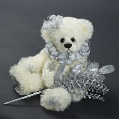 Winter Snow - about 13 inches - Dense German Mohair. #artistbear #artistbears #teddybear #christmas #vickylougher Toy Corner, Teddybear, Cute Bears, Winter Snow, German, Sweet, Artist, Christmas, Handmade