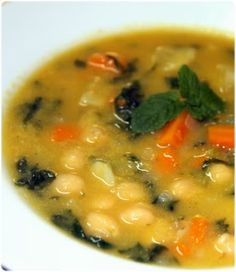 Soup with chickpeas, spinach and sweet potatoes - Soupe aux pois chiches, patates douces et épinards - Tasca da Elvira Bread Recipes, Soup Recipes, Dessert Recipes, Easy Cooking, Cooking Recipes, Portuguese Recipes, Portuguese Food, Tasty, Yummy Food
