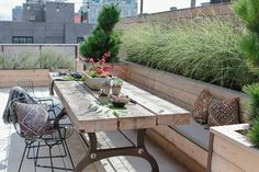 30 Beautiful Outdoor Patio Table Design Ideas On A Budget Roof Terrace Design, Urban Garden Design, Indoor Fountain, Fountain Ideas, Small Terrace, Small Backyard Landscaping, Rooftop Garden, Backyard Projects, Patio Table
