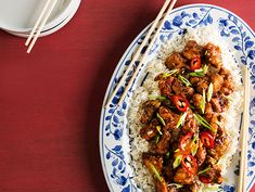 chinese orange chicken Orange chicken is a Chinese-restaurant favorite for good reason. Think of it as a Chinese-American version of fried chicken nuggets coated in a savory citr Chinese Orange Chicken, Chinese Food, Chinese Desserts, Asian Chicken, Fried Chicken Nuggets, Asian Recipes, Ethnic Recipes, Chinese Recipes, Le Diner