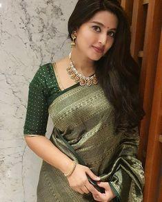 Silk Saree Blouse Designs, Saree Blouse Patterns, Fancy Blouse Designs, Designer Blouse Patterns, Silk Sarees, Kanchipuram Saree, Latest Designer Sarees, Saree Wedding, Indian Outfits