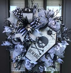 image 0 Halloween Door Wreaths, Halloween Door Decorations, Wreath Ideas, Diy Wreath, Pink Halloween, Black Cats, Diy Stuff, Raiders, Seasonal Decor