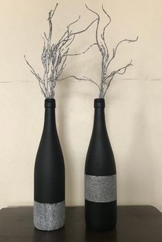 Wine bottle decor - - Black/silver glitter wine bottles These beautiful hand painted decorated bottles, will brighten any area in your home. Use as a center piece for a dining room or your next special event. Price includes a set of two bottles. Glitter Wine Bottles, Liquor Bottle Crafts, Old Wine Bottles, Wine Bottle Art, Painted Wine Bottles, Diy Bottle, Decorated Bottles, Liquor Bottles, Wine Corks