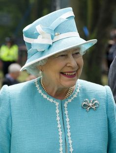 Queen Elizabeth II Photos - Queen Elizabeth II visits Bletchley Park on July 2011 in Milton Keynes, England. Bletchley Park is the historic site of secret British code-breaking activities during WWII. Die Queen, Hm The Queen, Save The Queen, Queen Hat, Queen Dress, Windsor, Diana, Bletchley Park, Elisabeth Ii