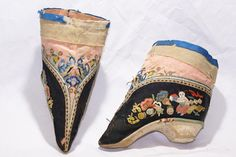 2545 / CHINA / SHANXI  LADIES' BOUND FEET SHOES 'JIN LIEN'. NORTHERN STYLE.  EMBROIDERED SILK UPPER. CLOTH COVERED SOLES.  LATE 19TH CENTURY