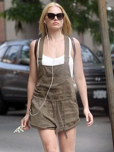 Star Tracks: Tuesday, June 16, 2015 | TAKING FIVE | Enjoying a Monday off from filming Suicide Squad with Will Smith, Margot Robbie keeps it casual in a pair of overalls before ducking into a hair salon in Toronto, Canada.