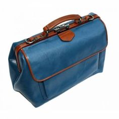 d9b2f425630 McFermoir dokterstas special. Large met lichtblauw A4-voorvak en extra  ritsvak. Kleur cognac met lichtblauw