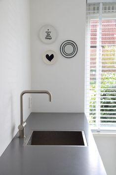 living room ideas – New Ideas Dining Area, Kitchen Dining, Scandinavian Kitchen, Posca, Love Home, Minimal Design, Plates On Wall, Kitchen Interior, Cool Kitchens
