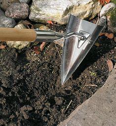 San-Kaku Hoes - Lee Valley Tools Garden Trowel, Garden Tools, Confined Space, Lee Valley, Garden Care, Hoe, Weeding, Raised Beds, Landscaping