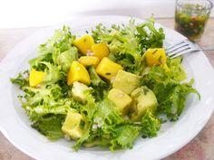 Ensalada de mango, aguacate y lechuga