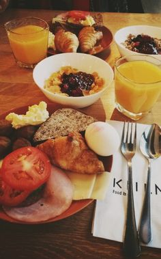 Breakfast @ Kiila Camembert Cheese, Dairy, Breakfast, Restaurants, Drinks, Food, Morning Coffee, Buen Dia, Drinking
