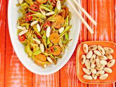 Pannulla rapeaksi paistettu vokki valmistuu nopeasti ja syntyy kasviksista, kuten kaalista ja porkkanasta sekä tujuista mausteista. http://www.yhteishyva.fi/ruoka-ja-reseptit/reseptit/mausteinen-kaalivokki/014443