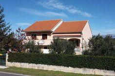 Apartment Butic  Comfortabel huis appartement met prachtige tuin en een barbecue!  EUR 771.67  Meer informatie  #vakantie http://vakantienaar.eu - http://facebook.com/vakantienaar.eu - https://start.me/p/VRobeo/vakantie-pagina
