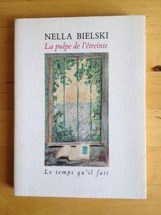 """#essai littéraire : La Pulpe De L étreinte  Récit D une Expérience En Rilke - Nella Bielski. """" C'est dans une nuit comme celle-là, où l'on se sent comme un radeau perdu au large d'un océan, que j'ai pu aller à ta rencontre, que j'effeuillais tes Élégies, Rainer, que je piétinais dans ton Weltinnenraum. Parfois, je pleurais comme toi, comme cela t'arrivait de pleurer, le visage pris entre les mains. Et c'était pour moi comme un dénouement, comme un fruit qui tombe. Ne disais-tu pas que les…"""