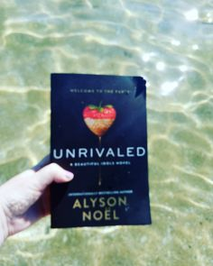 I found the perfect beach read to enjoy on probably the last day of our Indian Summer! You can check out my review at the link in my bio. #bookstagram #bookreview #unrivaled #alysonnoel #beautifulidols #beachreads #youngadult #mystery #romance #thriller #amreading #bookblogger #scatterbooker #ontheblog #bookworm #booklover #booknerd #igreads #readersofinstagram