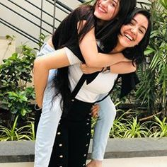 Jannat Zubair Rahmani is Indian One Of Cutest Actress and Tiktok Star Now. Jannat Zubair Rahmani Images Are So Cute And At Same Time Hot. Girl Photo Poses, Girl Poses, Bff Poses, Sister Poses, Friend Poses Photography, Teen Celebrities, Celebs, Handsome Celebrities, Bollywood Celebrities