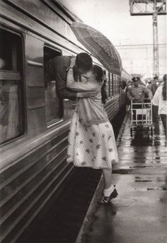 train station kiss