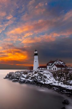 Portland Head Light, Cape Elizabeth, Me. //Absolutely going here, such a beautiful photo. Really love this lighthouse EL// Lighthouse Pictures, Lighthouse Art, Portland Lighthouse, Beautiful Places, Beautiful Pictures, Beautiful Sky, Beacon Of Light, Beacon Of Hope, Am Meer