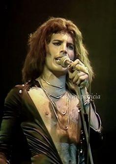 Queen Photos, Queen Pictures, Rare Pictures, Queen Love, Save The Queen, Brian May, John Deacon, Deep Set Eyes, Roger Taylor