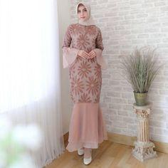 Dress Brokat Muslim, Dress Brokat Modern, Kebaya Modern Dress, Dress Pesta, Model Kebaya Modern, Kebaya Muslim, Model Dress Kebaya, Simple Bridesmaid Dresses, Modest Dresses
