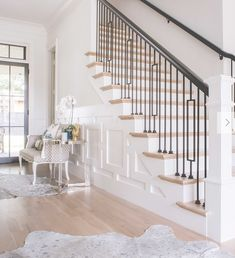 Magnificent Houses - Gold Details (Home-Styling) Shabby Chic Entryway, Entryway Decor, Entry Foyer, Stairways, Entrance, Home Improvement, New Homes, Flooring, House Styles