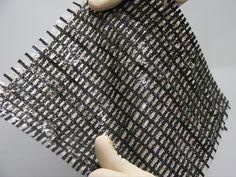 Une peau artificielle qui ressent le toucher grâce à ses « poils » électroniques