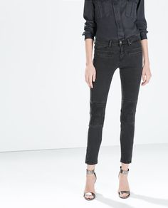 ZARA mid-rise skinny biker jeans in grey. Quilted knee pads and zipper cuffs.