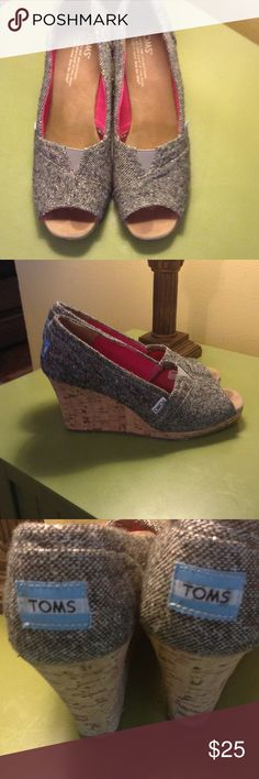 TOMS size 8 wedges These are so pretty! Gently used and in very good condition! They are a woven pattern of black and white mixed with subtle other small dots of color. TOMS Shoes Wedges