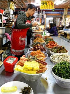 Lunch @ the Market  in #Gyeongju, Gyeongsangbukdo, Korea :: i could go for a plate of any one of those right now!