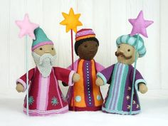 After making their courtesy in Bethlehem, Caspar, Balthasar and Melchior went on travelling to all parts of the world to bring joy to the homes of all knitters! https://www.crazypatterns.net/en/items/20038/three-wise-men-star-singers-knitting-pattern