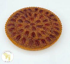 Une délicieuse tarte aux noix de pécan et sirop d'érable. Serving Bowls, Decorative Bowls, Blog, Pie, Tableware, Desserts, Muffins, Pies, Bourbon Pecan Pie