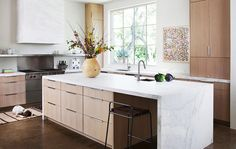 Looking for a little kitchen design inspiration? Get inspired by these fantasy culinary spaces. Little Kitchen, New Kitchen, Kitchen Dining, Kitchen Island, Kitchen Modern, Timber Kitchen, Deco Design, Küchen Design, House Design