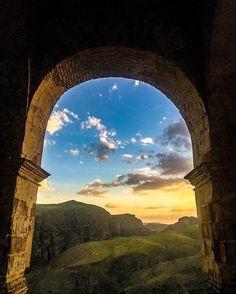 . قلعه ضحاک هشترود آذربایجان شرقی. . عکس برگزیده از عکسهای ارسالی برای مجموعه هشتگ ايرانمون از دوست عزیز : . @niloofarehteshami . #iranemoon  #iranemoon . #ايرانمون  #ايرانمون . #iranemoon #mustseeiran  #tishineh  #hamgardi  #irantravel  #irantravel  #irantraveling #natgeo  #nature #photographer  #art  #iran  #beauty  #earth #akas_khoone #pasandha  #aksiine  #everydayiran  #ir_photographer #world  #middleeast by iranemoon