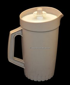 Vintage Retro Picher by Tupperware. Vintage Tupperware Pitcher in a beige color with white servalier lid. This pitcher has a servalier lid that can be closed with a push Vintage Soul, Retro Vintage, Vintage Items, My Childhood Memories, 1980s Childhood, Vintage Family Pictures, Tile Crafts, Vintage Tupperware, Kitchen Collection