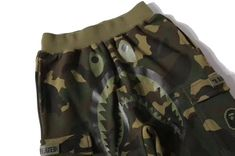Bape Shark Undefeated Camo Pants Flaunt that kicks pants when you do the hoops with you bros and stay undefeated. Camouflage Shorts, Camo Shorts, Streetwear Shorts, Streetwear Fashion, Bape Shark, Men With Street Style, A Bathing Ape, Fashion Labels, Earth Tones