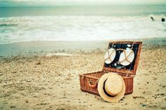 picnic on a beach, perfect date Stuff To Do, Things To Do, Small Things, Nice Things, Romantic Picnics, Summertime Sadness, I Love The Beach, Perfect Date, Beach Picnic