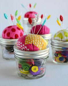 A lovely idea for a gift - mason jar pin cushion.