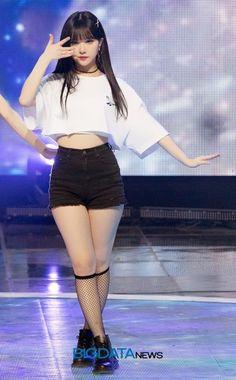 GFRIEND UNITED Kpop Girl Groups, Korean Girl Groups, Kpop Girls, Kpop Fashion, Asian Fashion, Girl Fashion, Cute Asian Girls, Beautiful Asian Girls, Kpop Outfits